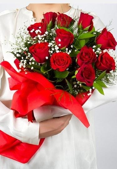 Aşk Gülleri 11 Adet kırmızı gül buketi  Van çiçekçi telefonları