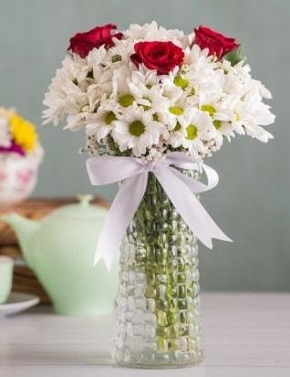 Papatya Ve Güllerin Uyumu camda  Van çiçek gönderme sitemiz güvenlidir