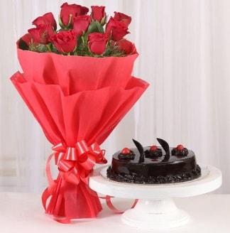 10 Adet kırmızı gül ve 4 kişilik yaş pasta  Van internetten çiçek satışı