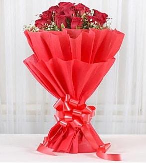 12 adet kırmızı gül buketi  Van hediye çiçek yolla