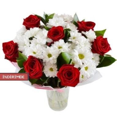 7 kırmızı gül ve 1 demet krizantem  Van çiçek gönderme sitemiz güvenlidir